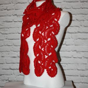Koronkowy czerwony szal