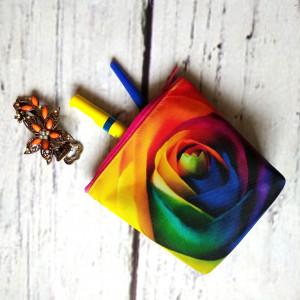 Kosmetyczka z kolorową różą