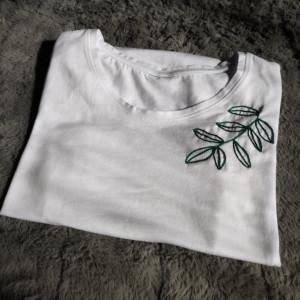 koszulka z haftem - liść M