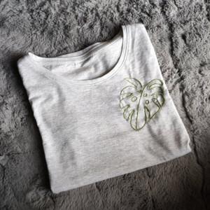 Koszulka z haftem - szara - liść - L