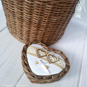 Koszyk na obrączki ślubne serce brąz z koronką
