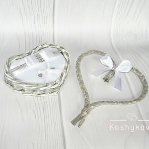 Koszyk na obrączki ślubne serce szary/biały
