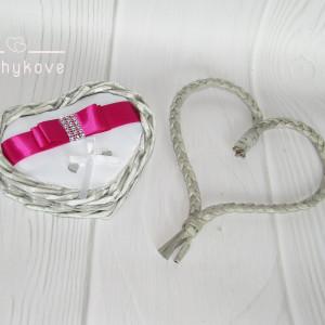 Koszyk na obrączki ślubne serce szary/biały/fuksja