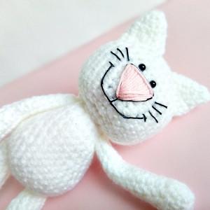 Kotek z uśmiechem