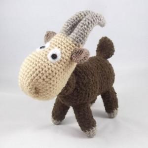 Koza MEELUNIA - szydełkowa maskotka