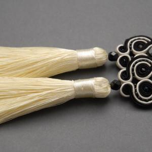 kremowo-czarne kolczyki lub klipsy sutasz 1