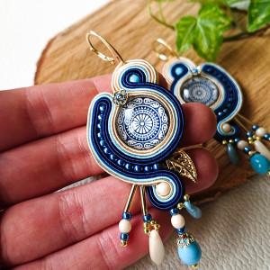 Kremowo-niebieskie kolczyki sutasz z mandalą