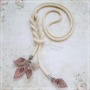 Kremowy lariat z listkami