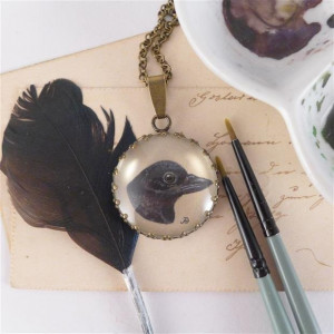 Kruk. Ręcznie malowany naszyjnik, miniatura