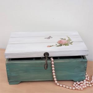Kufer na biżuterię z przekładką