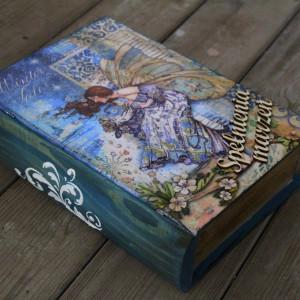 Kufer w kształcie książki, prezent