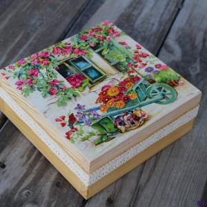 Kuferek na drobiazgi z motywem ogrodu, prezent
