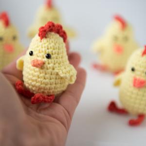 Kurczak wielkanocny zabawka z kocimiętką dla kota
