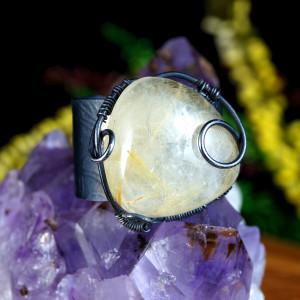 Kwarc, Srebrny pierścionek z kwarcem z rutylem
