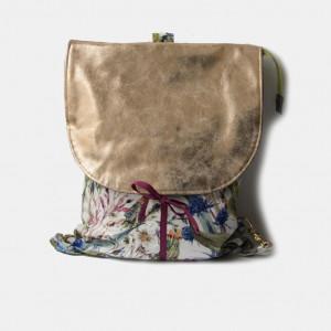 Kwiecisty plecak ze złotą klapą