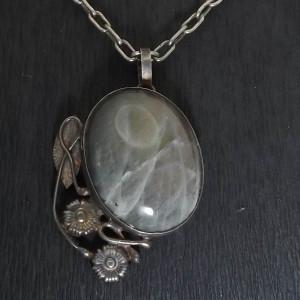 Labradoryt w srebrze  asymetryczny wisior