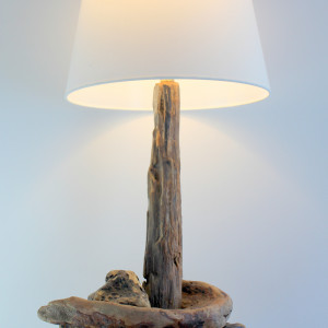 Lampa z drewna z morza nr 43 - Samotny wędrowiec