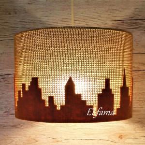 Lampa z motywem miasta