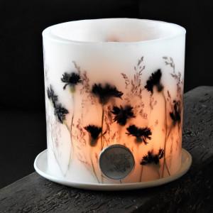 Lampion KARiTEe z kwiatami i ceramiczną podstawką