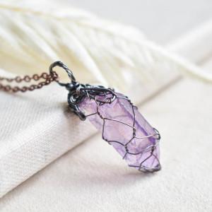 Lavender net - naszyjnik z kryształem