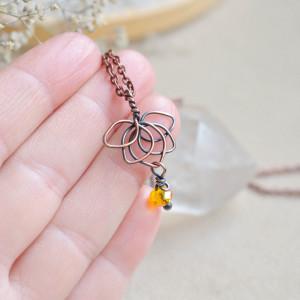 Lotosik - mały miedziany wisiorek na łańcuszku