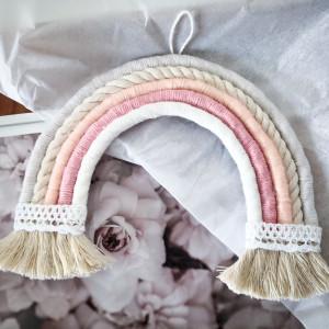 Makrama ścienna tęcza ze sznurka różowa