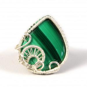 Malachit, Srebrny pierścionek zmalachitem zieleń