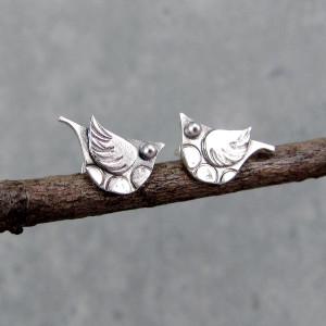 Małe kolczyki sztyfty – ptaszki kowaliki