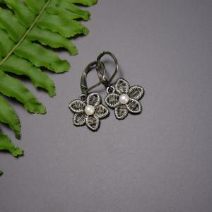 Małe kolczyki z perłami, kwiaty, wire wrapping