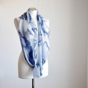 Malowany jedwabny szal -niebieskie motyle