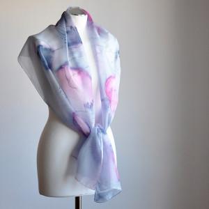 Malowany szal - niebieskie i różowe maki