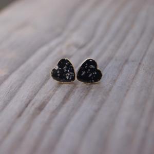 Malutkie czarne serca kolczyki sztyfty