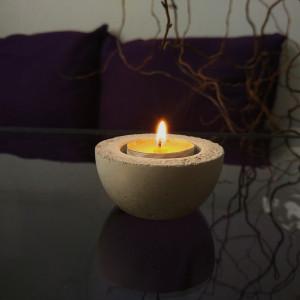 Mały świecznik typu tealight z betonu