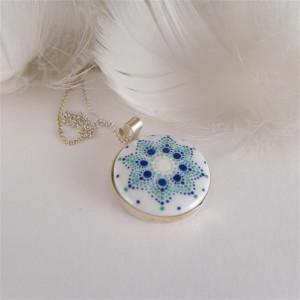 Mandala 3 Porcelanowy naszyjnik srebrny wianek