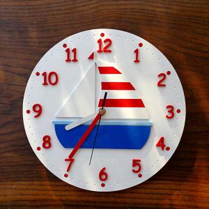 Marynistyczny zegar dla dziecka z żaglówką
