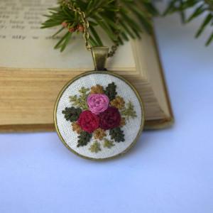 Medalion z motywem roślinnym 4
