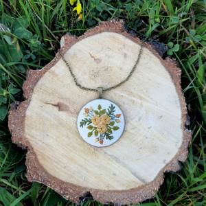 Medalion z motywem roślinnym III