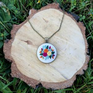 Medalion z motywem roślinnym IX