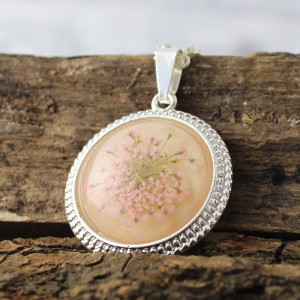 Medalion z prawdziwym kwiatem jasnoróżowy