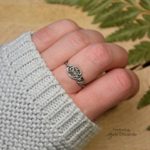 Mini pierścionek regulowany z labradorytem
