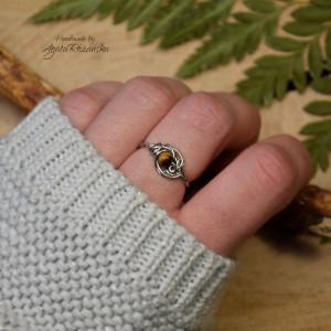 Mini pierścionek regulowany z tygrysim okiem
