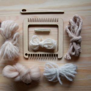 Mini ramka tkacka z zestawem wełen oraz igłą