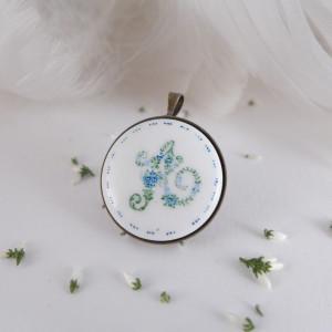 Monogram kwiatowy, Porcelana ręcznie malowana