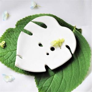 Mydelniczka ceramiczna liść Monstery Biała 1