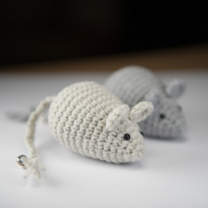 Myszka Simple jasnoszara zabawka dla kota