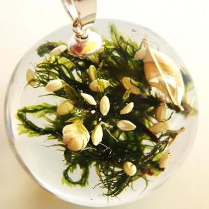 Naszyjnik biało zielona kompozycja w żywicy