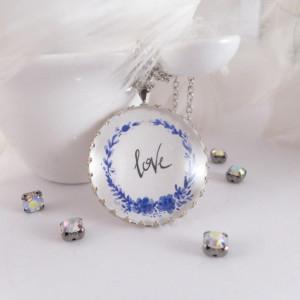Naszyjnik duży medalion Love, akwarela