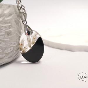 Naszyjnik z białym kłosem w owalu