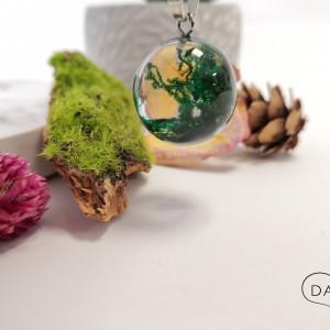 Naszyjnik z zielonym mchem w kuli