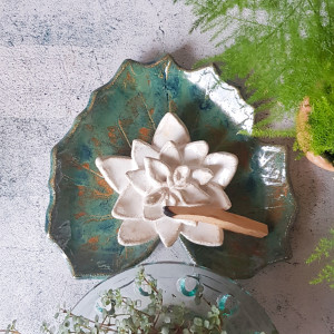 Nenufar, lilia wodna podstawka pod Palo Santo